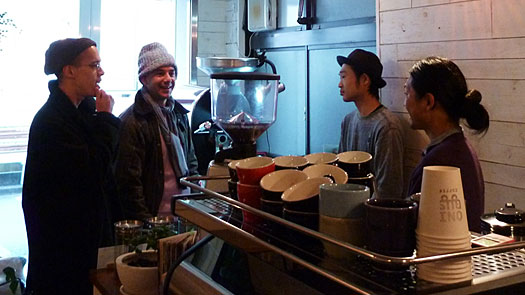 人と人をつなぐコミュニケーションの場となっているONIBUS COFFEE