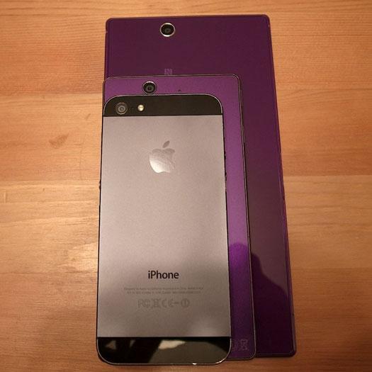 4インチのiPhone 5、5インチのXperia Zと大きさを比較