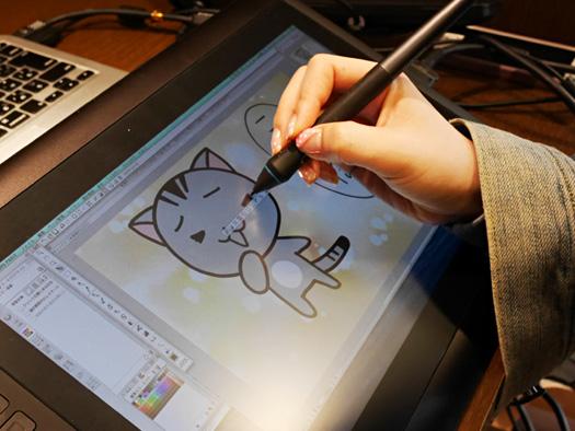 液晶ペンタブレットを使えばさらに快適に使えるとのこと!